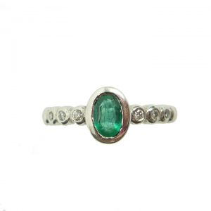 7-stone White Gold Diamond Ring with Emeralds