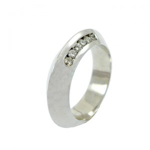 Diamond knife edge ring